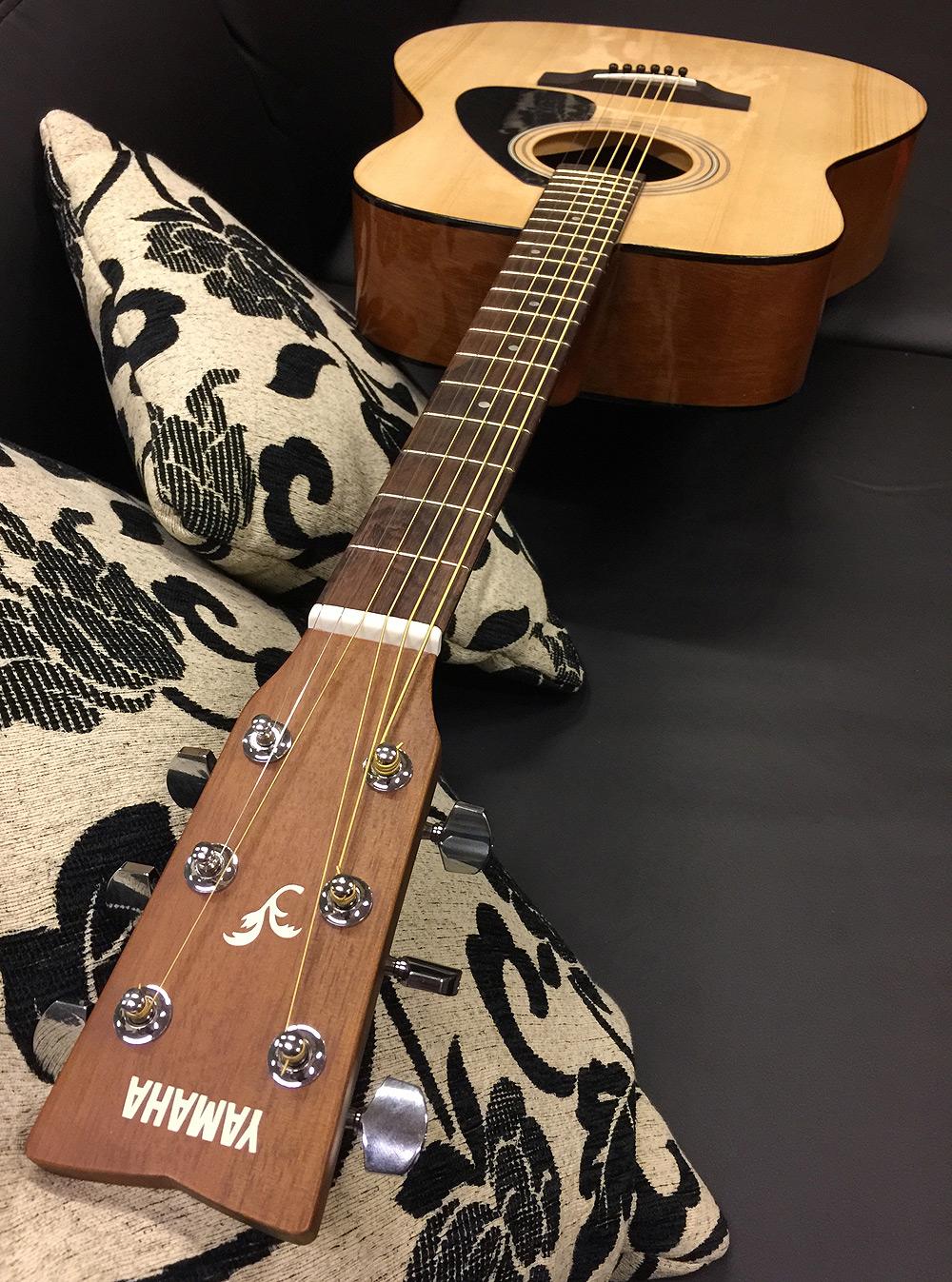 yamaha f310 nt dreadnought akustik gitarre natur gitarre. Black Bedroom Furniture Sets. Home Design Ideas