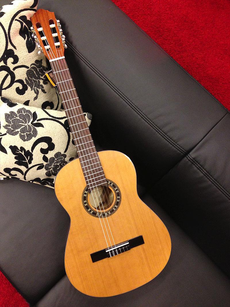 Höfner Carmencita 4//4 Konzert Gitarre mit Tasche Classic Guitar Zederndecke