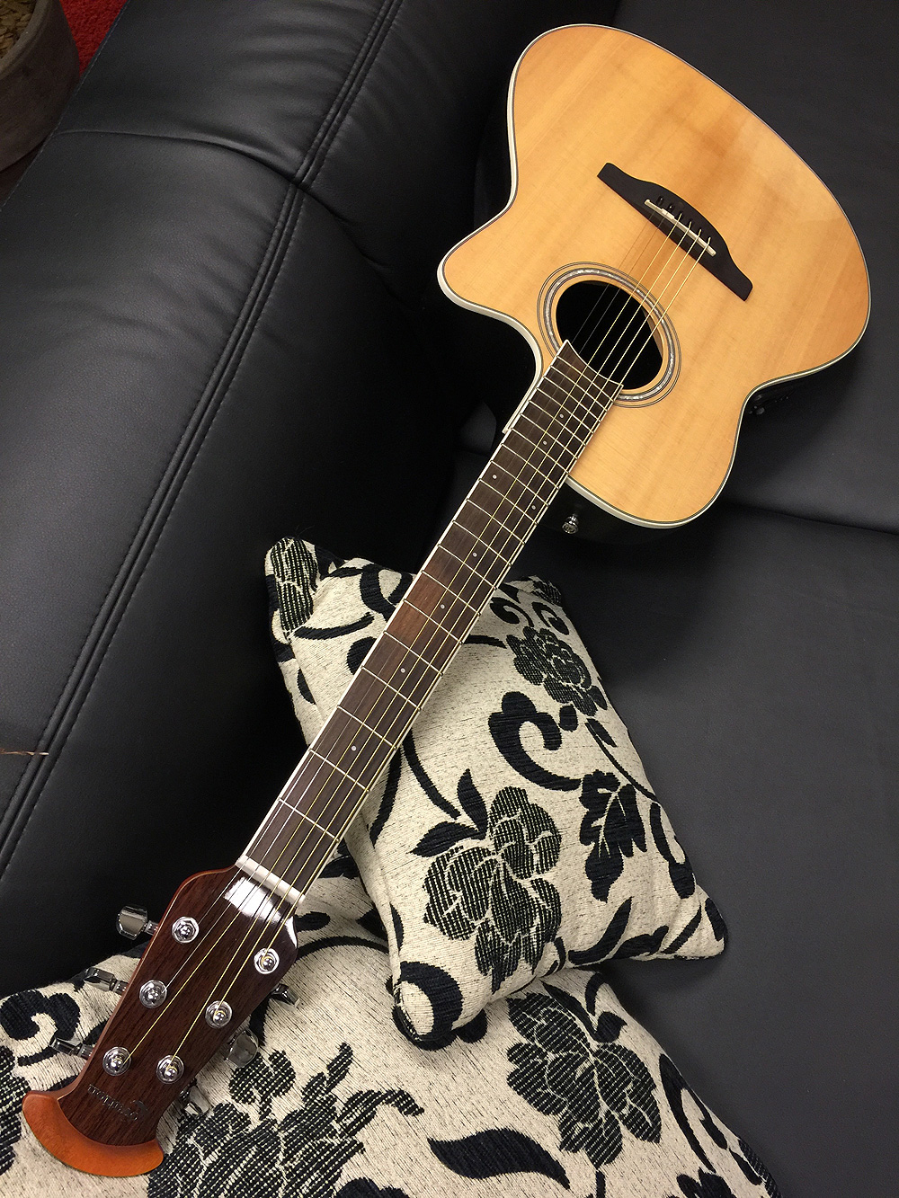 ① round back ovation model electric acoustic guitar with ...