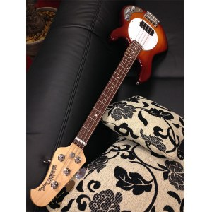 MUSIC MAN StingRay 4 H RW HB 2-Bd.EQ 4-saitiger E-Bass inkl. Koffer, honey burst