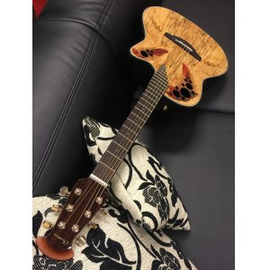 OVATION CE44P-SM Celebrity Elite Plus Mid Roundback Elektro-Akustik-Gitarre, spalted maple